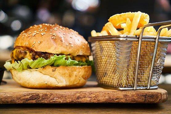 Séf Asztala sajtburger
